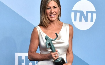 Photo: Jennifer Aniston left shaking after win