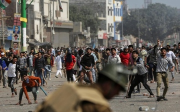 Photo: Five killed, 90 hurt in violence in Indian capital