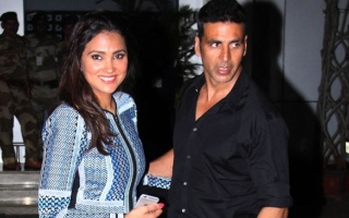 Photo: Lara reunites with Akshay Kumar