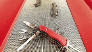 Photo: Farmer cuts off trapped leg using pocket knife